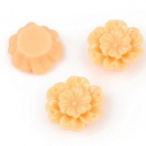 Cabochon rasina floare 18mm - portocaliu deschis