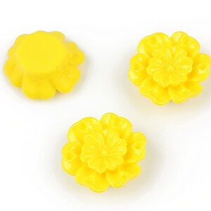 Cabochon rasina floare 18mm - galben
