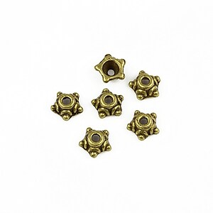 Capacele margele bronz steluta 7mm (10 buc.)
