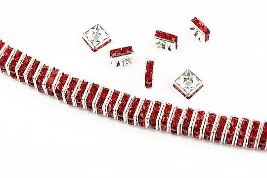 Distantiere argintii cu rhinestones rosii 6mm (patrate 2,5x6mm)