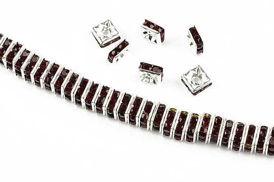 Distantiere argintii cu rhinestones grena 6mm (patrate 2,5x6mm)