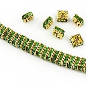 Distantiere aurii cu rhinestones verzi 6mm (patrate 2,5x6mm)