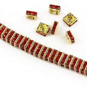 Distantiere aurii cu rhinestones rosii 6mm (patrate 2,5x6mm)