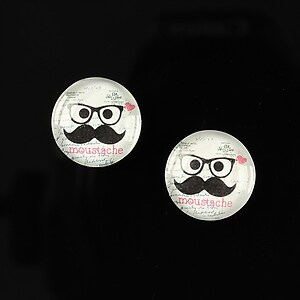 "Cabochon sticla 14mm ""Lovely moustache"" cod 146"