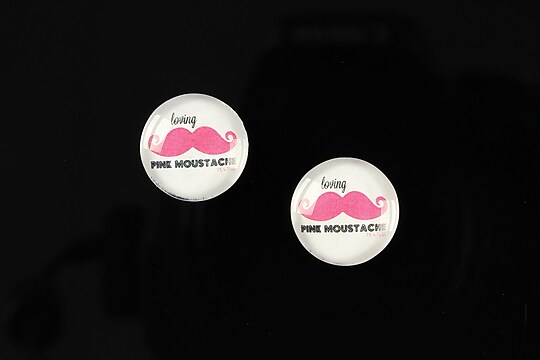 "Cabochon sticla 14mm ""Lovely moustache"" cod 147"