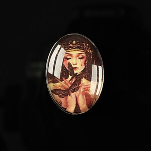 "Cabochon sticla 25x18mm ""Magic queen"" cod 182"