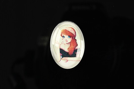 "Cabochon sticla 25x18mm ""Girl next door"" cod 183"