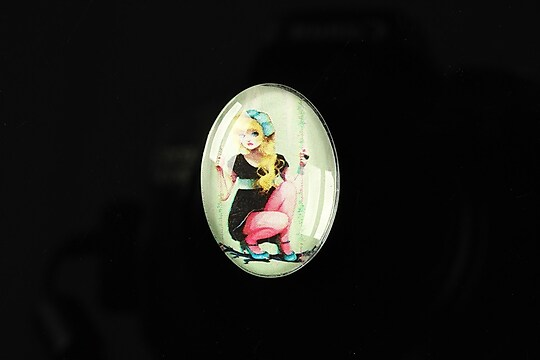 "Cabochon sticla 25x18mm ""Girl next door"" cod 189"