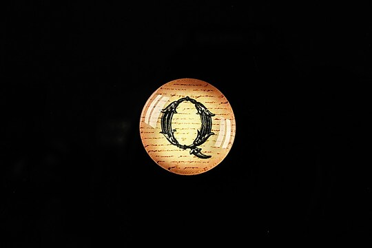 "Cabochon sticla 18mm ""Antique alphabet  - Q"" cod 337"