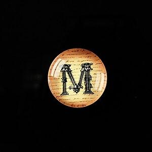 """Cabochon sticla 18mm """"Antique alphabet  - M"""" cod 341"""