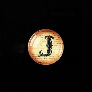 """Cabochon sticla 18mm """"Antique alphabet  - J"""" cod 344"""