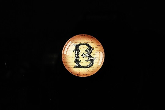 "Cabochon sticla 18mm ""Antique alphabet  - B"" cod 352"