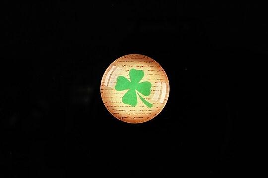 """Cabochon sticla 18mm """"Symbols on paper - trifoi"""" cod 354"""
