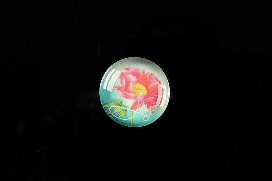 """Cabochon sticla 18mm """"Flower symbol"""" cod 306"""