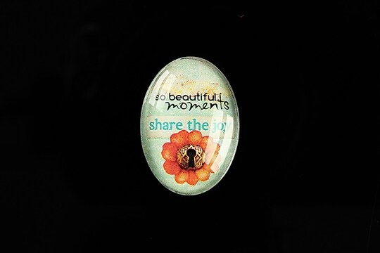 "Cabochon sticla 25x18mm ""Share the Joy"" cod 477"