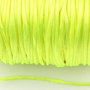 Snur sintetic satinat grosime 2mm (1m) - verde neon