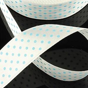Panglica saten alba cu buline albastre latime 2,5cm (1m)