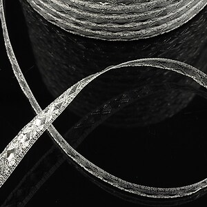 Panglica cu fir argintiu, latime 0,7cm (1m)