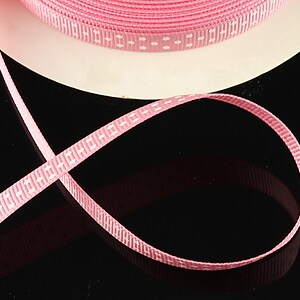 Panglica material textil roz deschis cu buline albe, latime 1cm (1m)