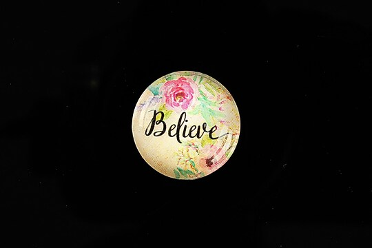 "Cabochon sticla 20mm ""Believe"" cod 965"