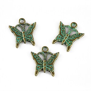 Charm bronz antichizat cu patina verde, fluture 17x15mm