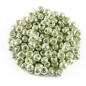 Margele de nisip efect metalic 4mm (50g) - cod 546 - verde