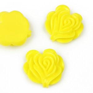 Cabochon rasina floare 19x20mm - galben