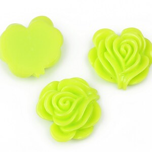 Cabochon rasina floare 19x20mm - verde deschis