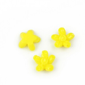 Cabochon rasina floare 12mm - galben