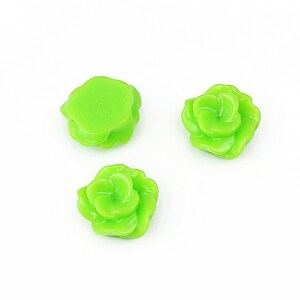 Cabochon rasina floare 13mm - verde