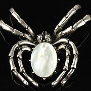 http://www.adalee.ro/66980-large/pandantiv-cu-brosa-argintiu-antichizat-paianjen-si-cabochon-sidef-alb-60x47mm.jpg