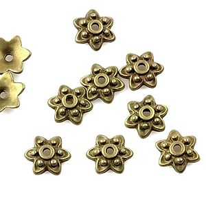Capacele margele bronz floare 10mm