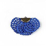 http://www.adalee.ro/82978-large/pandantiv-material-textil-si-agatatoare-aurie-aprox-26x40mm-albastru.jpg