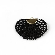 http://www.adalee.ro/82984-large/pandantiv-material-textil-si-agatatoare-aurie-aprox-26x40mm-negru.jpg