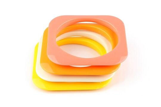 Set 4 bratari patrate din plastic culori deschise