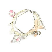 Bratara romantica din perle si lant argintiu cu fundita roz, charmuri palariuta si umbrela, cristale si trandafir