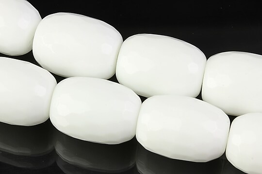 Margele de portelan alb butoias fatetat 20x15mm