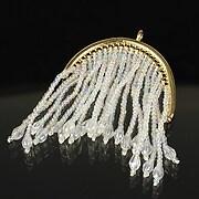 Pandantiv chandelier auriu cu margele de nisip si cristale 69x48mm - alb