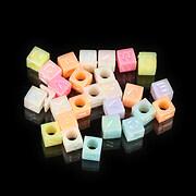 Margele cu litere din plastic, cub 5mm, 100 buc, pastel