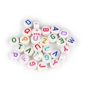 Margele cu litere din plastic, plate 7mm, 100 buc, alb perlat cu litere multicolore