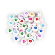 Margele cu litere din plastic, plate 7mm, 100 buc, alb cu inimioare multicolore