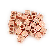 Margele cu litere din plastic, cub 7mm, 100 buc, rose gold